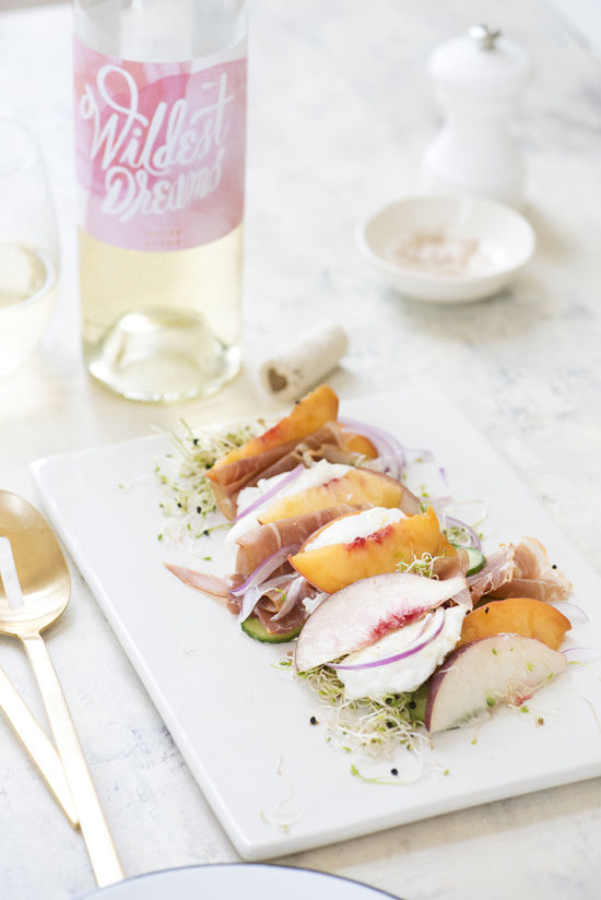 peach burrata salad | designlovefest